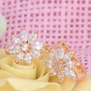 New Stunning 18K Gold Filled CZ Flower Earrings♡